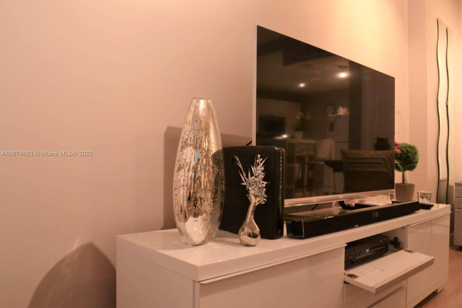 Roney Palace Unit #828 | Picture 2