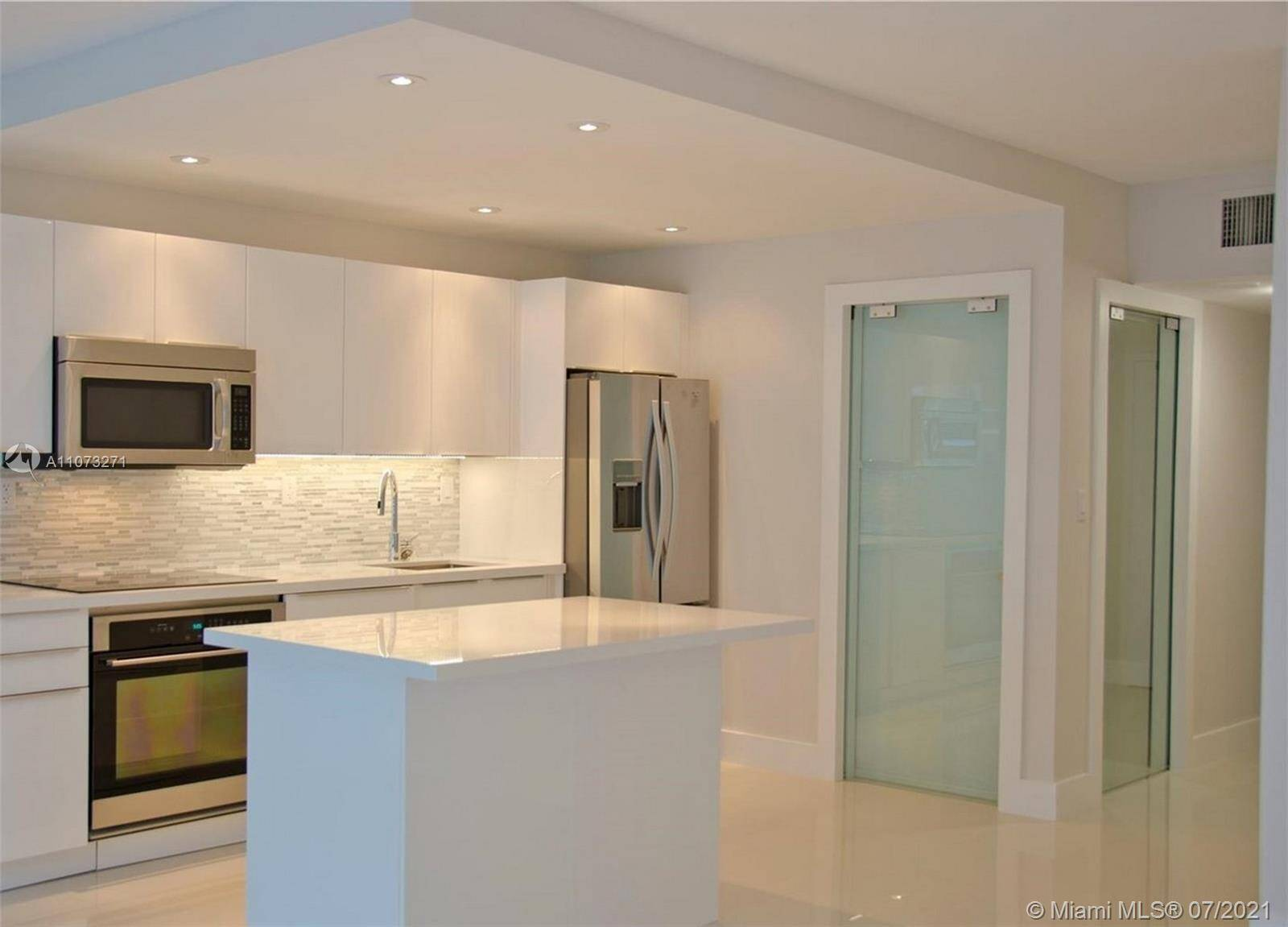 Roney Palace Unit #912 | Picture 2