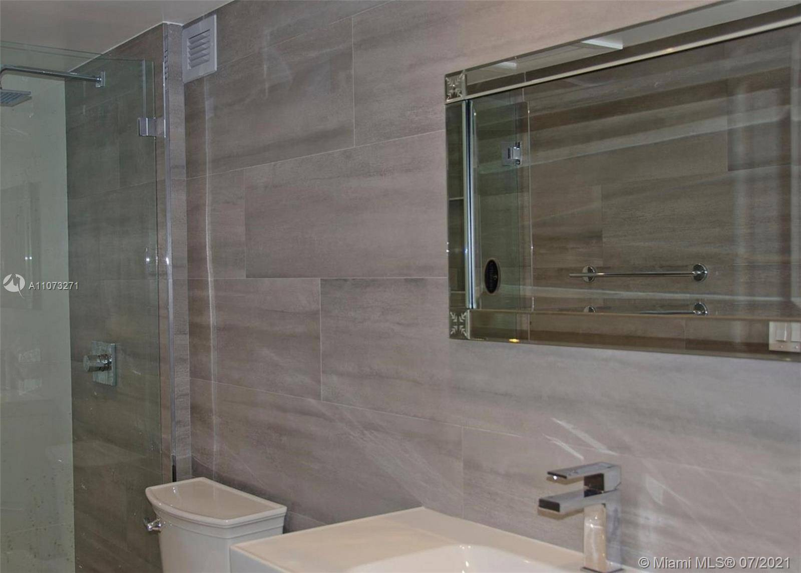 Roney Palace Unit #912 | Picture 7