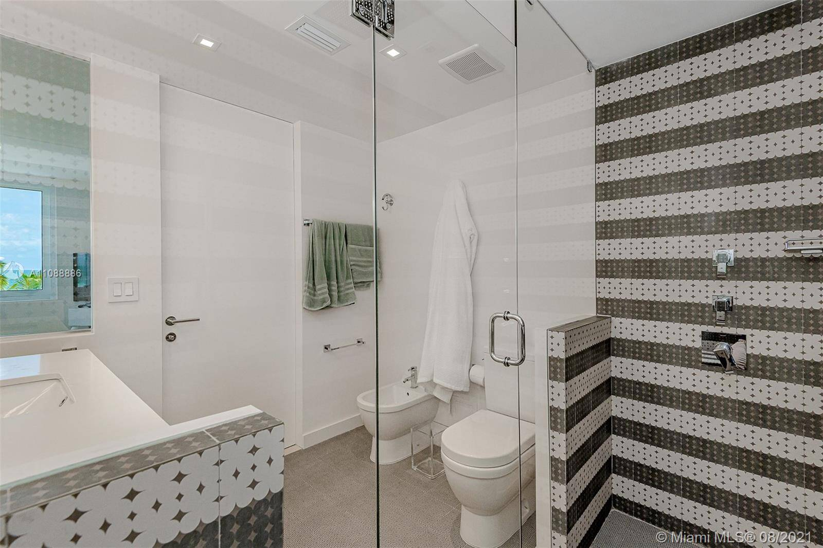 Roney Palace Unit #410 | Picture 18